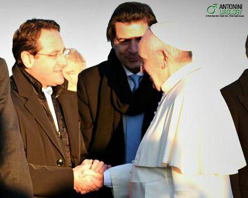 Antonini saluta il Santo Padre
