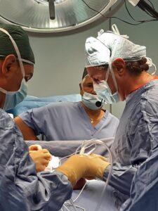 Immagine sale operatoria della scuola italiana di impantologia peniena
